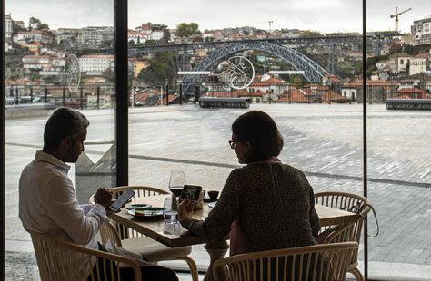 Vistas del puente don Luis I desde Vila Nova de Gaia.