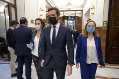 El líder del PP, Pablo Casado, con la portavoz parlamentaria, Cuca Gamarra, y la vicesecretaria general de Políticas Sociales, Ana Pastor.