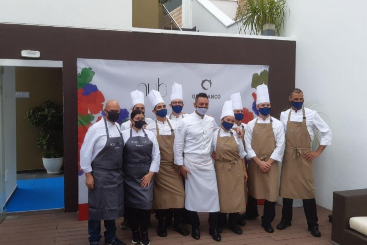 El equipo de Orobianco, capitaneado por Ferdinando Bernardi, junto a los invitados Andrea Bernardi y Fernanda Fuentes.