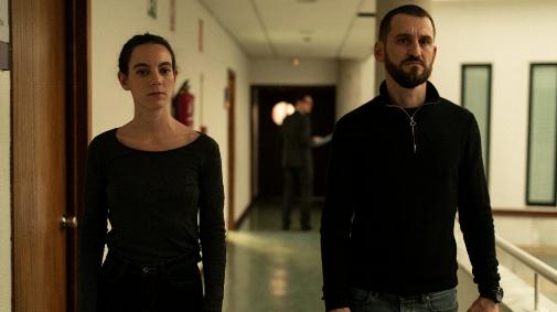 Vicky Luengo y Raúl Arévalo en 'Antidisturbios'.