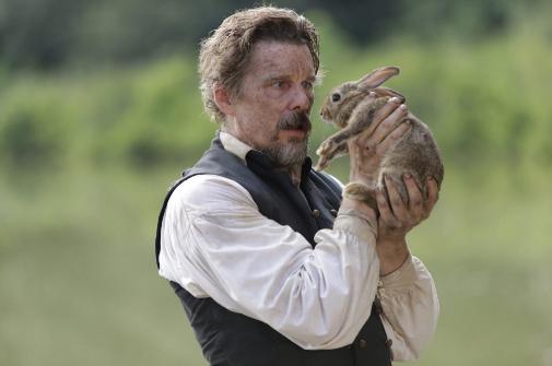 Ethan Hawke en una escena de 'El pájaro carpintero'.