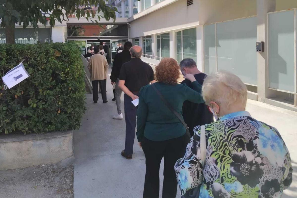 La cola del centro de salud de Campanar se vive también en otros ambulatorios valencianos.