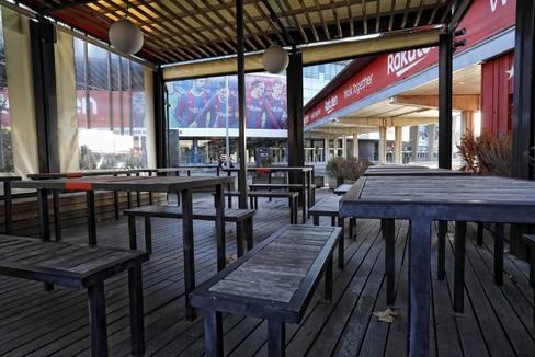 Uno de los espacios de restauración cerrados en el Camp Nou.