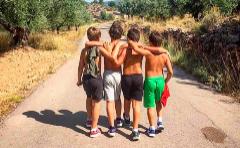 Los cuatro hijos de Bosé y Palau, este verano en Valencia.