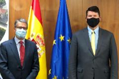 El subsecretario de Crecimiento Económico, Energía y Medio Ambiente de EEUU, Keith Krach, (derecha) y el secretario de Estado de Telecomunicaciones español, Roberto Sánchez.