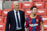 Zidane y Messi, en el clásico del Camp Nou.