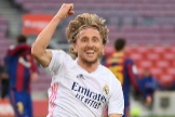 Real Madrid's Croatian midfielder Luka lt;HIT gt;Modric lt;/HIT gt; celebrates after scoring a goal during the Spanish League football match between Barcelona and Real Madrid at the Camp Nou stadium in Barcelona on October 24, 2020. (Photo by LLUIS GENE / AFP)