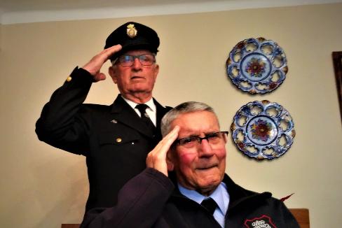Los amigos y policías jubilados Antonio Subires y Alfonso Fernández.