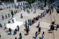 Colas para votar en el referéndum de Chile este domingo, en Santiago.