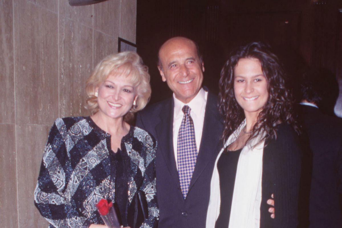 Puente, junto a su esposa Celia Calderón y su hija Chesu, en una imagen de 1996.