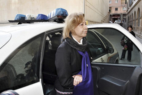 La reinserción de Munar: de 'Princesa del lujo' a ser peinada por las presas gitanas  en prisión