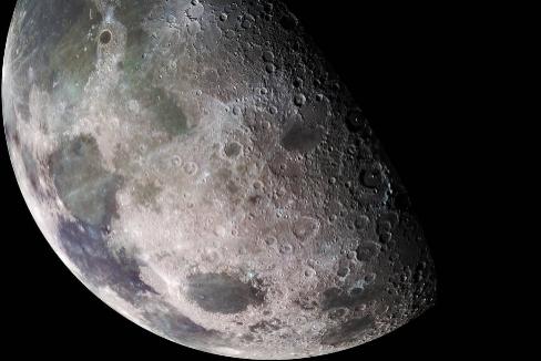 La Luna, fotografiada por la nave Galileo (la imagen está compuesta a partir de 18 fotografías)