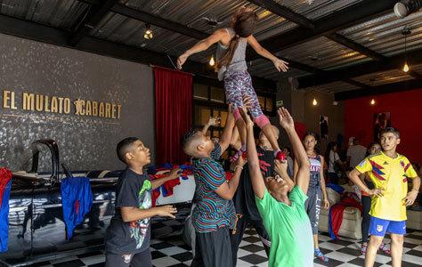 Un grupo de alumnos de la academia de baile.