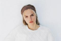 La modelo de Zara con la sudadera. Foto: cortesía de Zara.