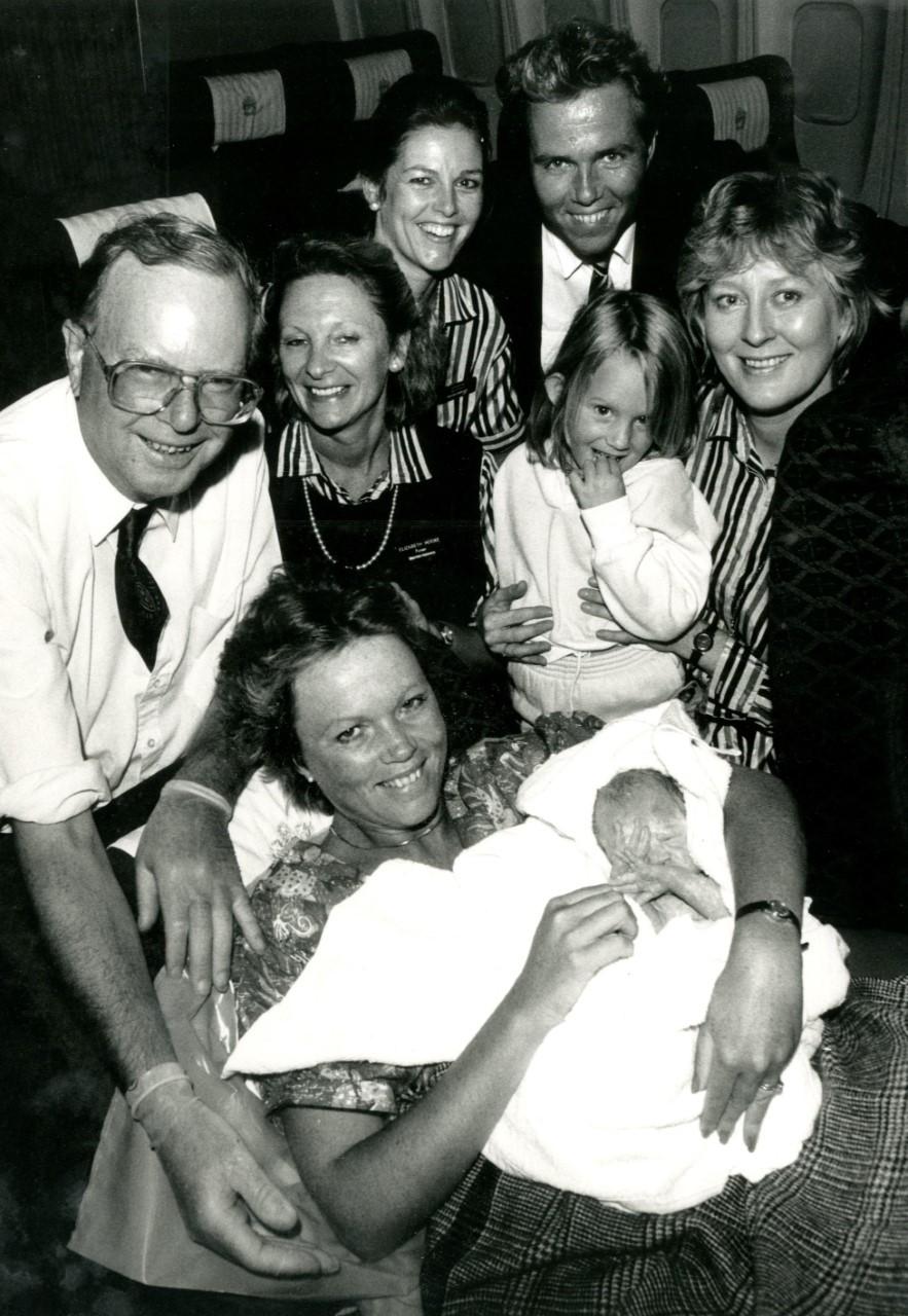 Debbie con Shona en brazos a los pocos minutos de nacer.