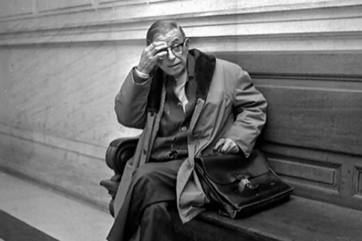 Jean Paul-Sartre, en una foto de archivo tomada en 1971 en el Palacio de Justicia de París.