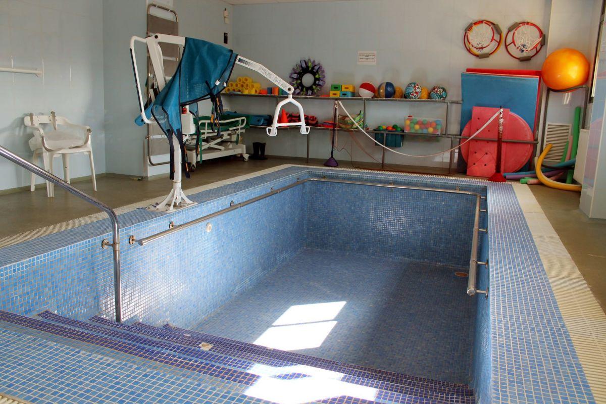 La piscina vacía, metáfora de la situación que atraviesa el centro