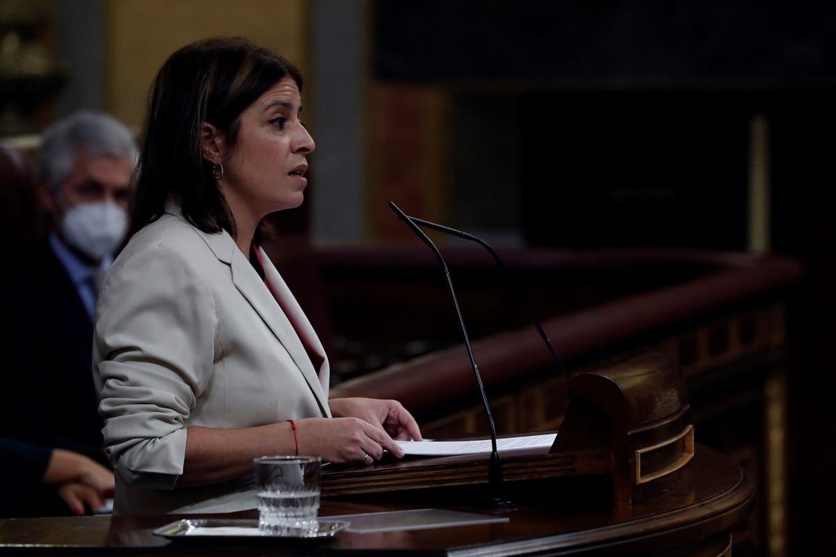 La portavoz parlamentaria socialista, Adriana Lastra, este jueves, en el Congreso.
