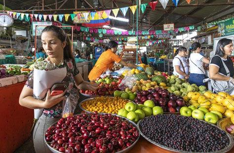 Puesto de fruta en el mercado Galería Alameda.