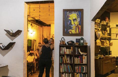 Interior del café Ambos Mundos en el barrio de San Antonio.