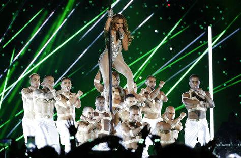 Jennifer Lopez en la Super Bowl con los chicos de Swing Latino.