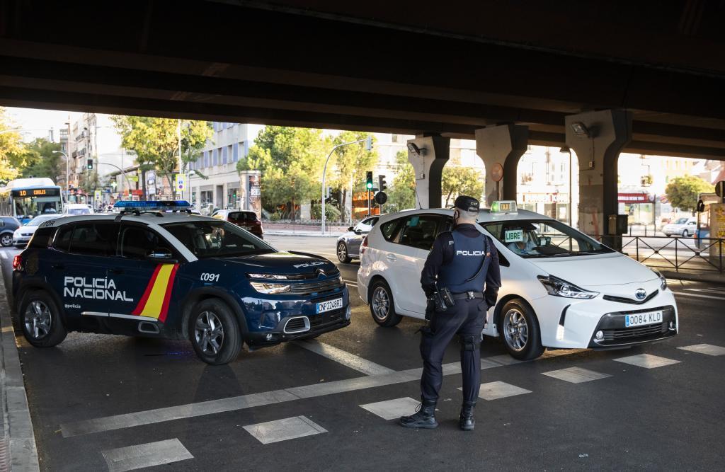 Control de la Policía Nacional junto a la M-30.