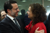 María Jesús Montero saluda al consejero madrileño de Hacienda y Función Pública, Javier Fernández-Lasquetty.