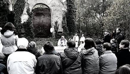Misa oficiada en marzo de 2017 frente a la capilla de Bohnice.