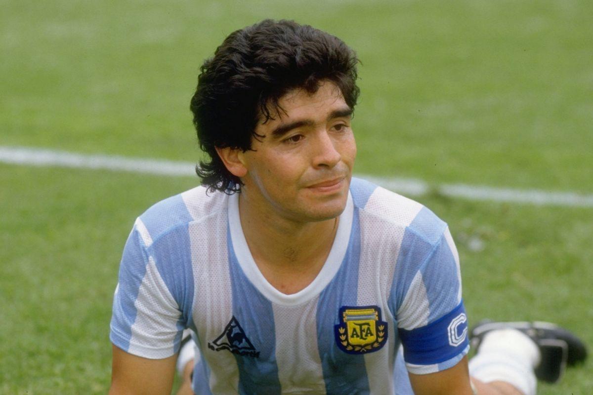 60 años de Maradona, una historia de fútbol, drogas, mujeres y mafia