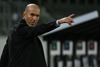 Cuando Zidane creía que Figo no le pasaba el balón