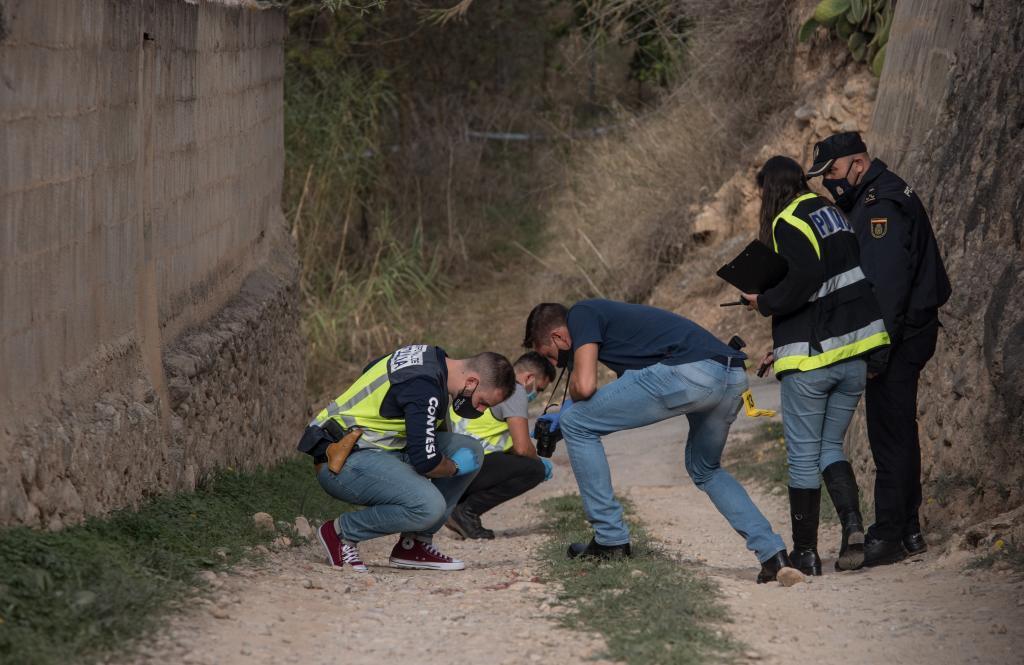 Agentes de la Policía Nacional en el lugar de los hechos.