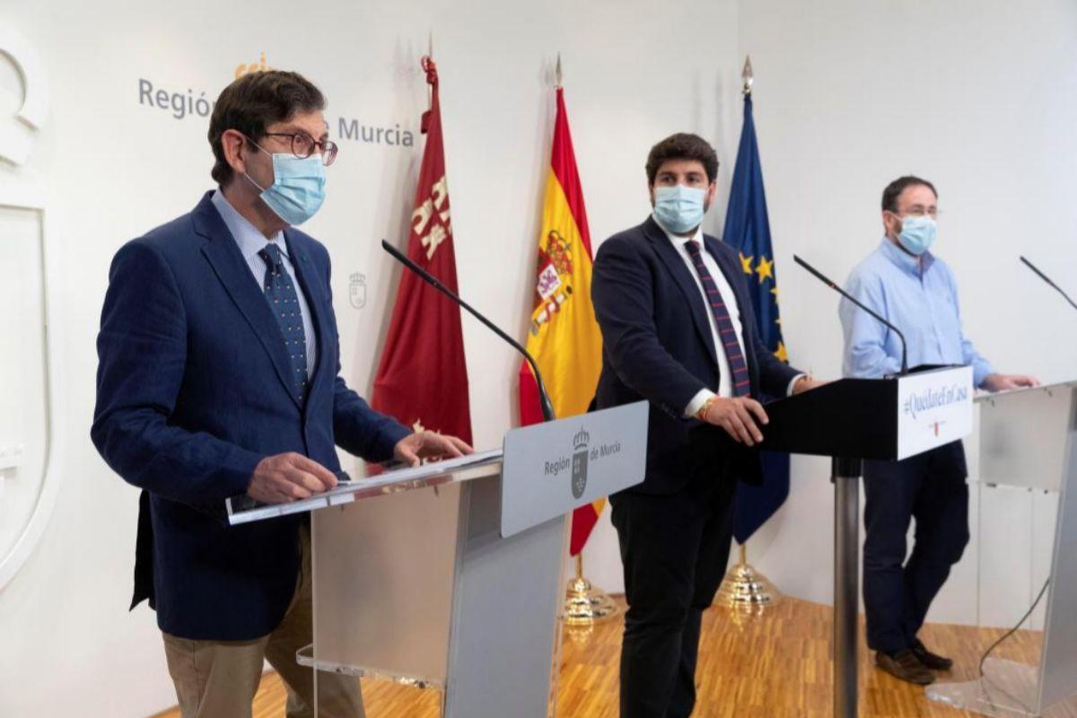 El presidente de la Comunidad de Murcia, Fernando López Miras, en rueda de prensa