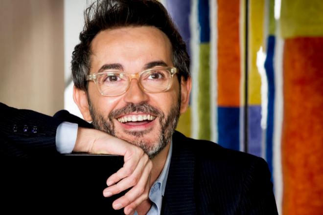 Santi Villas es el guionista de los seis capítulos de la audioserie.