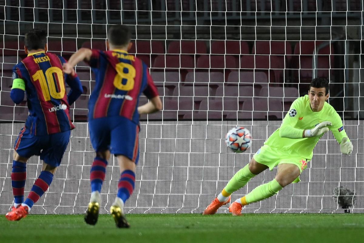 Messi marca de penalti el primero del Barcelona