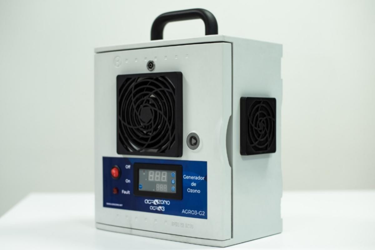 Uno de los equipos de emisión de ozono para la desinfección que fabrica en Valencia Agrozono.