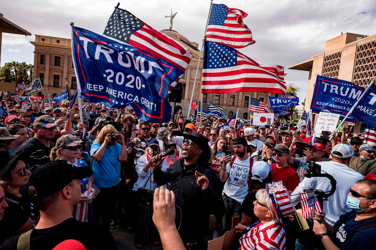 Manifestantes pro-Trump este sábado en Phoenix.