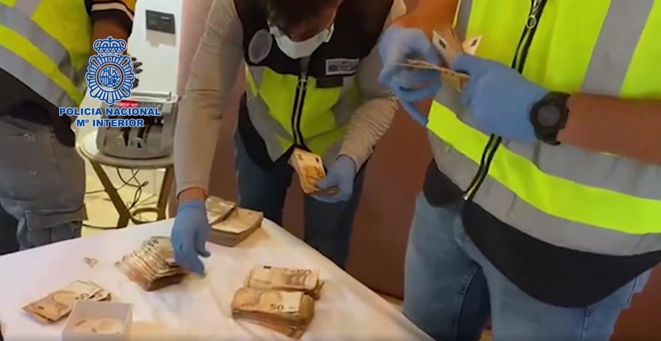 Dinero en efectivo encontrado durante los registros.