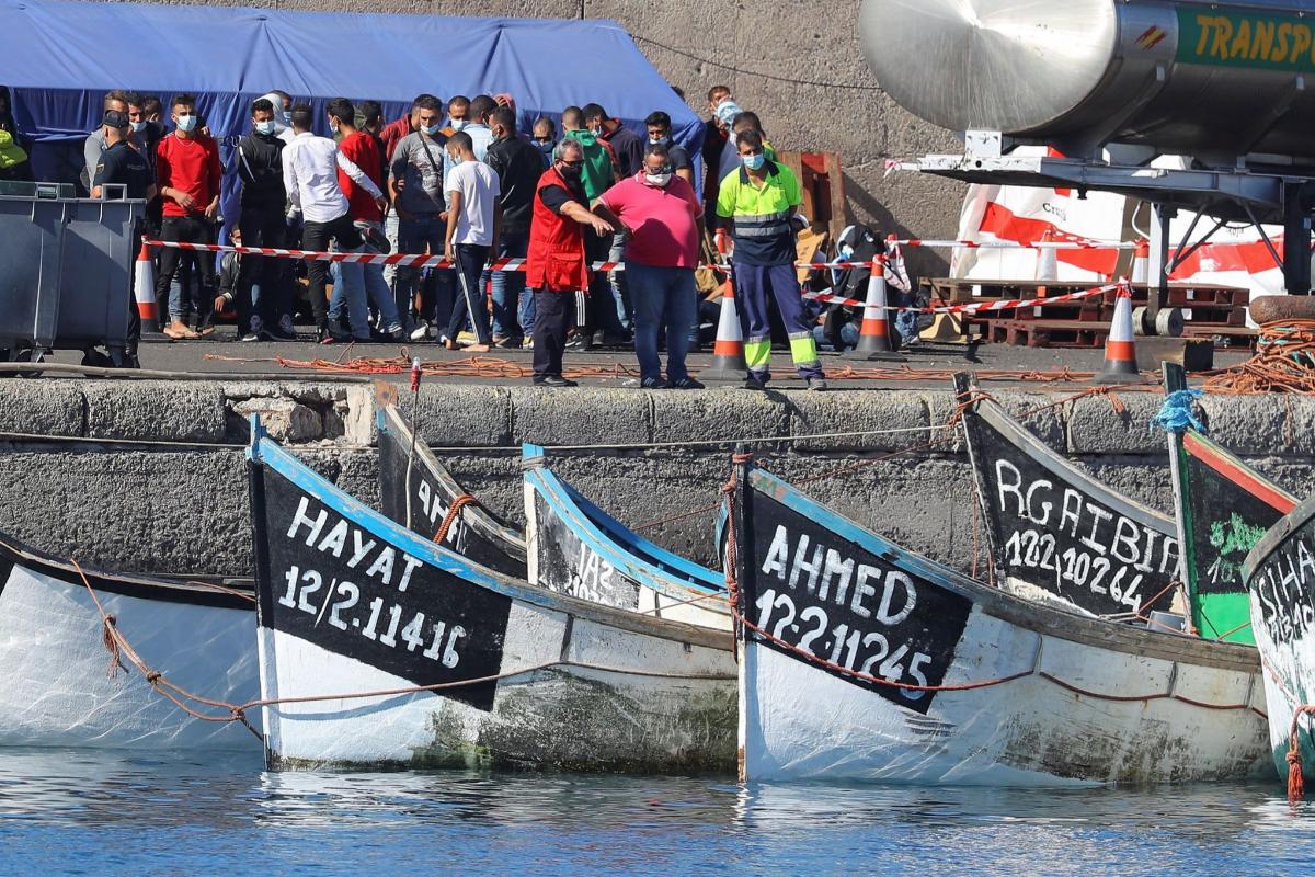 Pateras amarradas en el muelle de Arguineguín (Gran Canaria), este domingo.