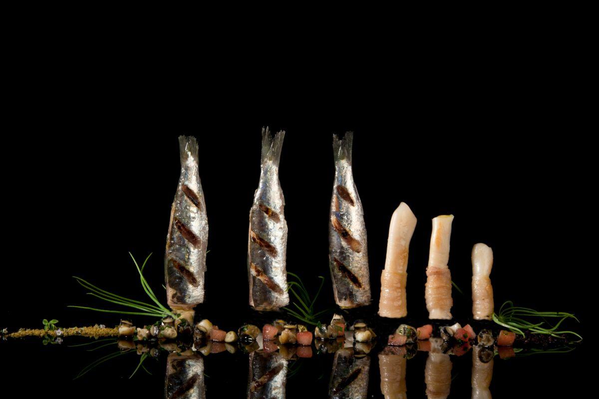 Sardinas a la plancha con navajas, plato 'mediterráneo' de la chef Susi Díaz (La Finca, Elche).