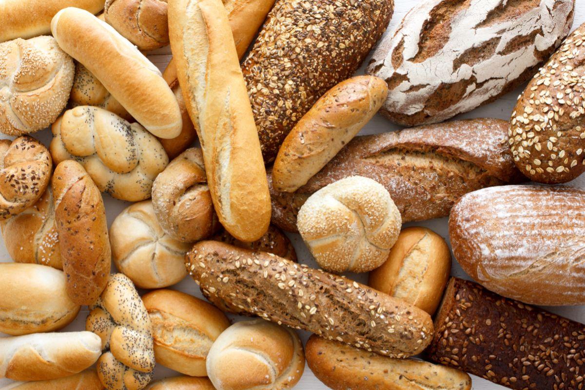 El pan y los cereales son indispensables por sus carbohidratos.