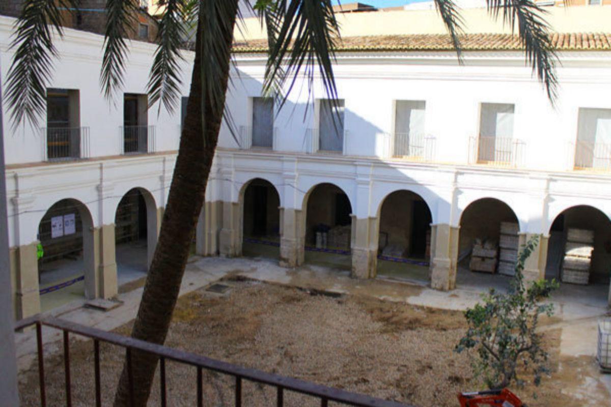 Vista del claustro de San Vicente de la Roqueta.