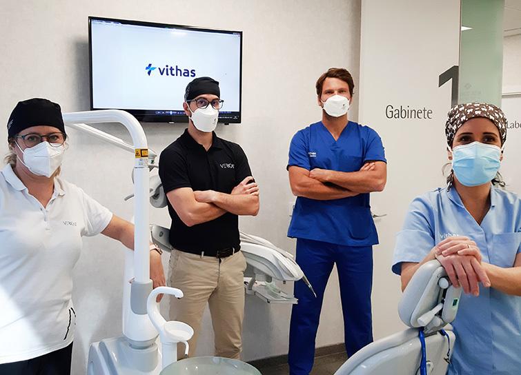 En Vithas Valencia 9 de Octubre son especialistas en la colocación de todos los implantes dentales en una sola sesión