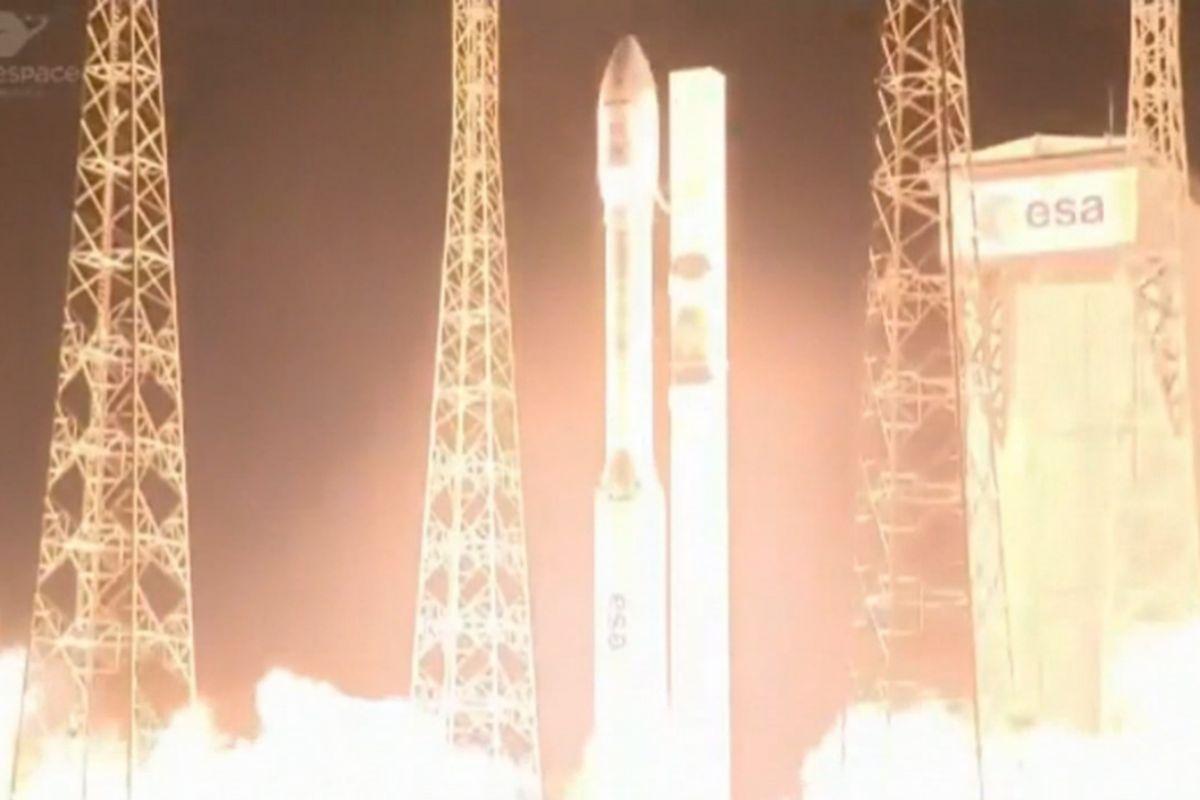 Primeros instantes del despegue del cohete Vega con los dos satélites a bordo