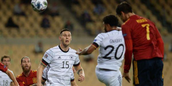 Morata cabecea a la red el 2-0 ante Alemania.