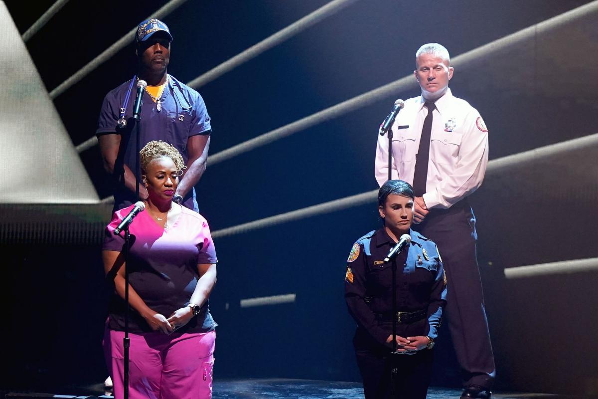 El show de Pitbull homenajeó a los servicios de emergencias.