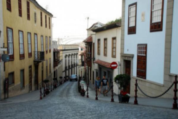 Mueren tres personas tras el atropello de una moto a dos peatones en Tenerife