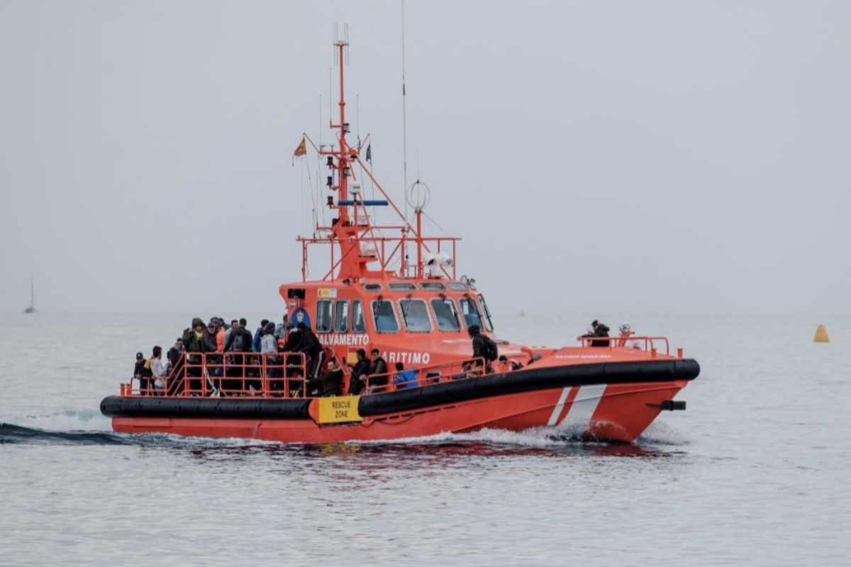 Salvamento lleva al muelle de Arguineguín a otros 24 magrebíes rescatados al sur de Gran Canaria