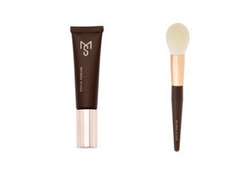 Base de maquillaje vegana Vital Skin (43 euros) y brocha de polvos Nº 2 (42 euros), de Sonia Marina Cosmetics.