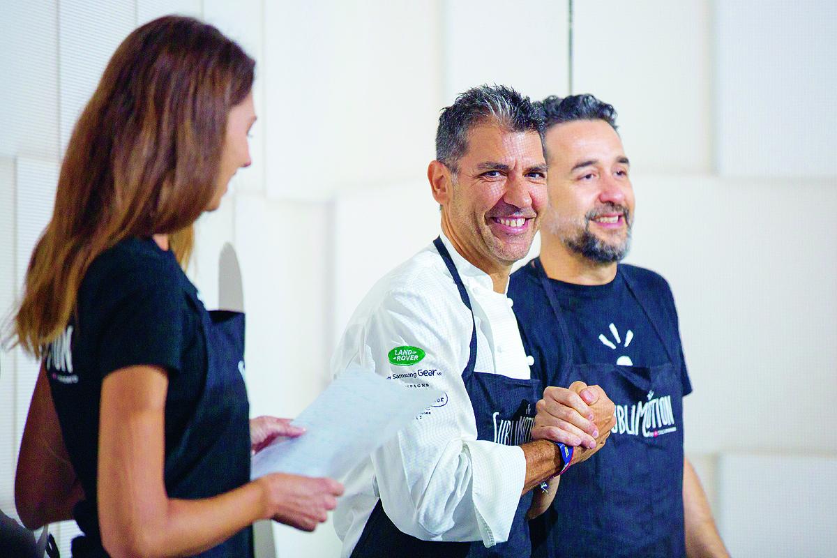 El chef Paco Roncero, en medio, con su socio Eduardo Gonsalez en la presentación del libro.