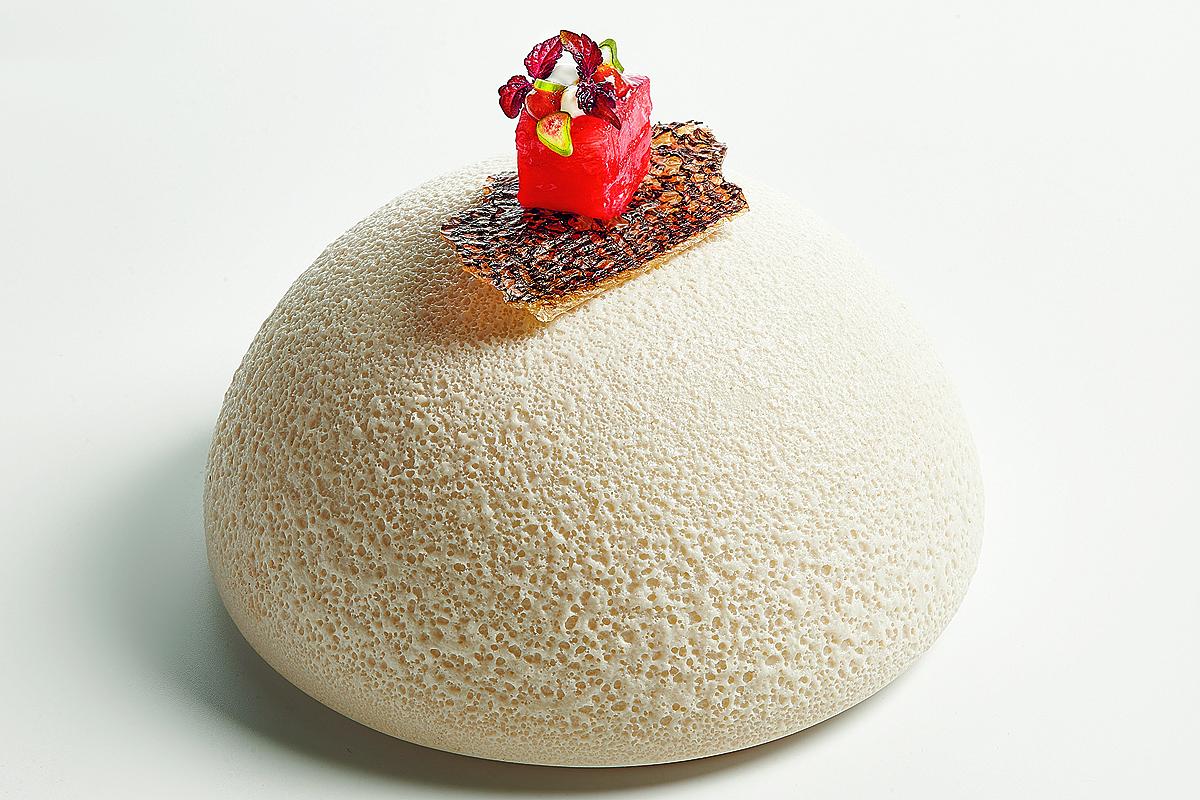 Pixel comestible de berenjena, anguila ahumada, teriyaki de berenjena, caldo dashi y yogur.